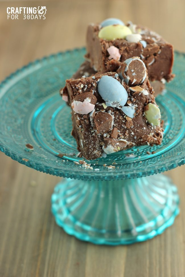 Cadbury Egg Fudge - a new take on an old classic, just in time for Easter! www.thirtyhandmadedays.com