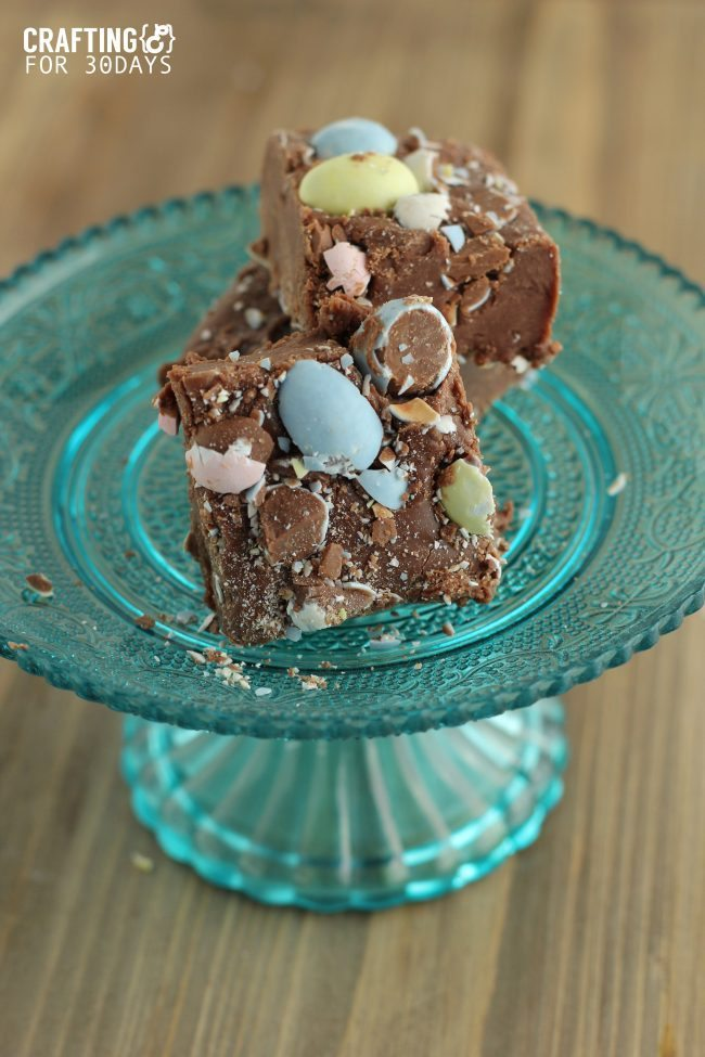 Cadbury Egg Fudge - a new take on an old classic, just in time for Easter! thirtyhandmadedays.com