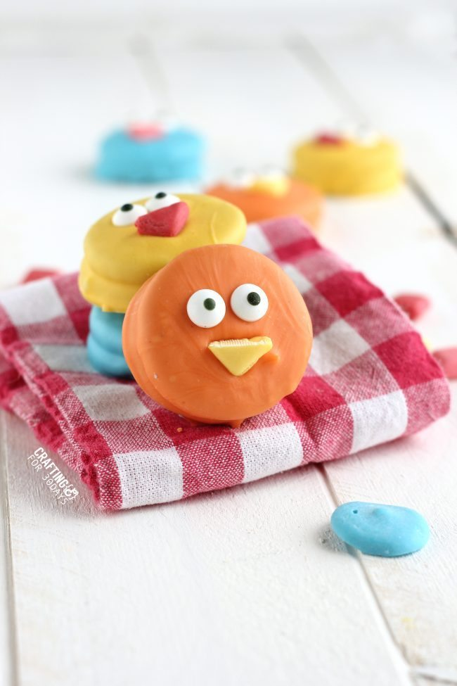 The cutest Spring Chick Oreos - a fun, easy dessert to make! from CraftingE