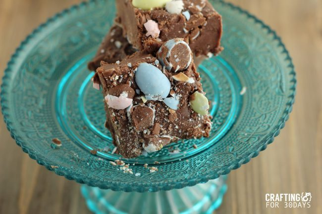 Cadbury Egg Fudge - a new take on an old classic, just in time for Easter! via www.thirtyhandmadedays.com