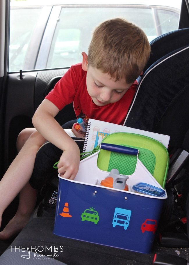 Keep the kids entertained on your next car trip with this easy, creative AND functional Car Caddie! Be sure to fill it up with all the treats and toys your kids love!