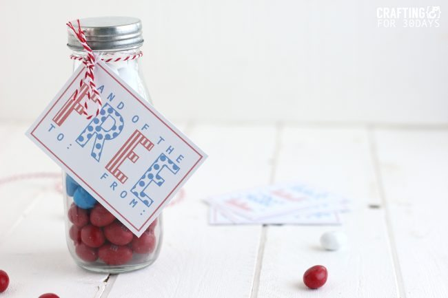 4th of July Gift Idea- cute jar with printable!  CraftingE via www.thirtyhandmadedays.com