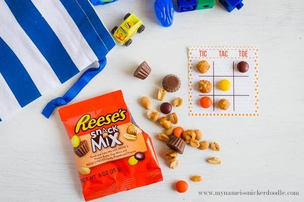 Fun tic tac toe game using Reese's Snack Mix from My Name is Snickerdoodle via www.thirtyhandmadedays.com