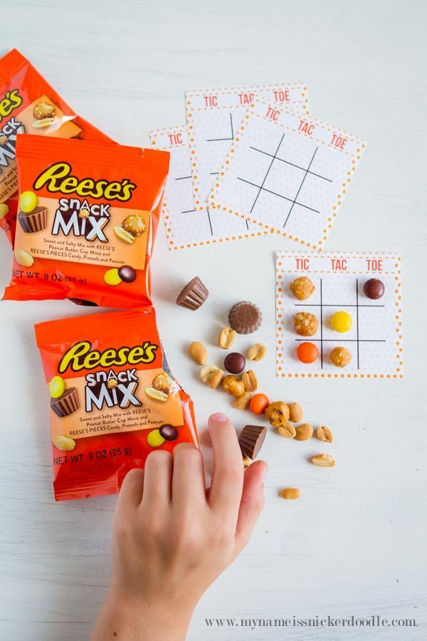 Fun tic tac toe game for back to school using Reese's Snack Mix via www.thirtyhandmadedays.com