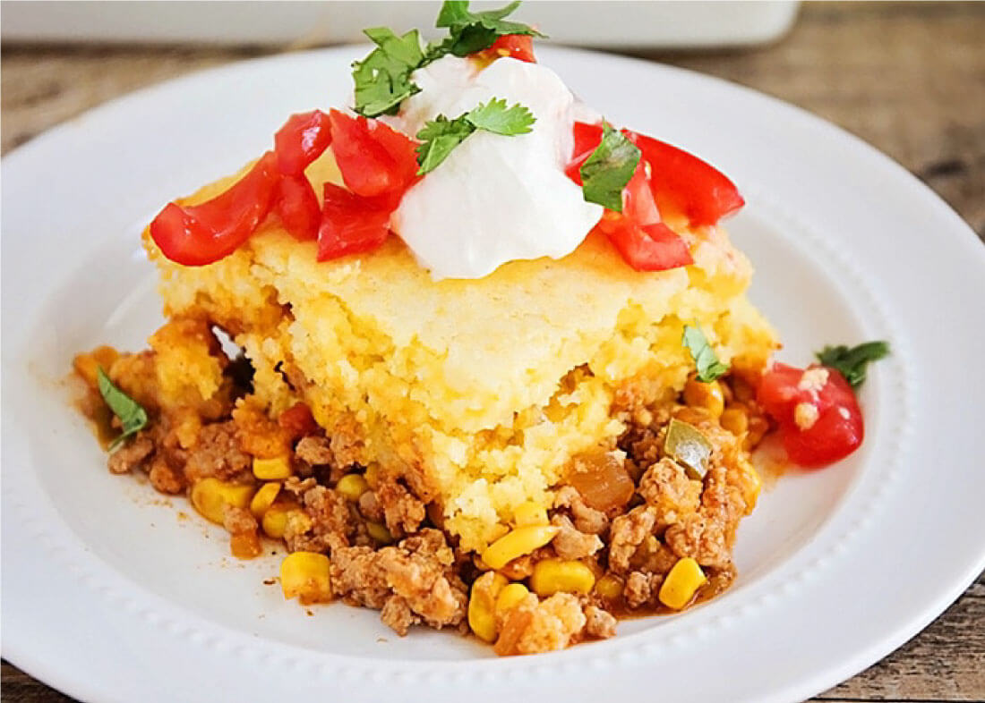 5 Ingredient Tamale Pie - easy, yummy dinner that the whole family will love! from somewhatsimple.com