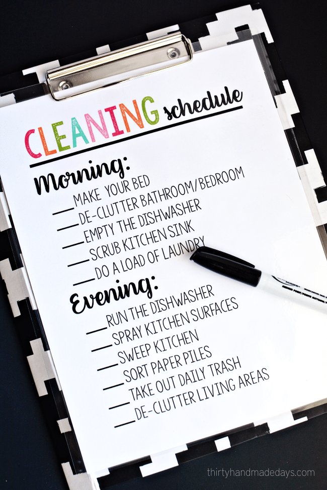 Printable Cleaning Schedule - simple way to keep on top of daily chores. Use a dry erase marker to check each item off each day. ww.thirtyhandmadedays.com