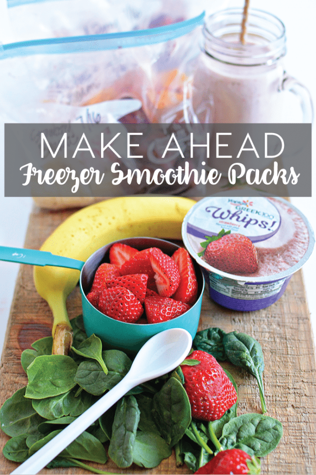 These freezer smoothie packs are so simple to make ahead. They make getting ready for school easy and healthy too! www.thirtyhandmadedays.com