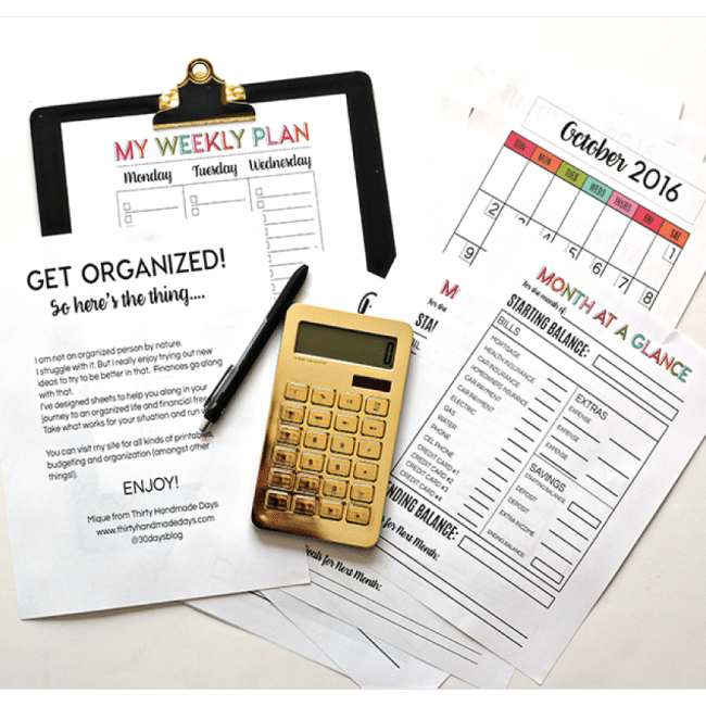 Get Organized with 30 printable pages- full of budgeting, a calendar and checklists. From www.thirtyhandmadedays.com