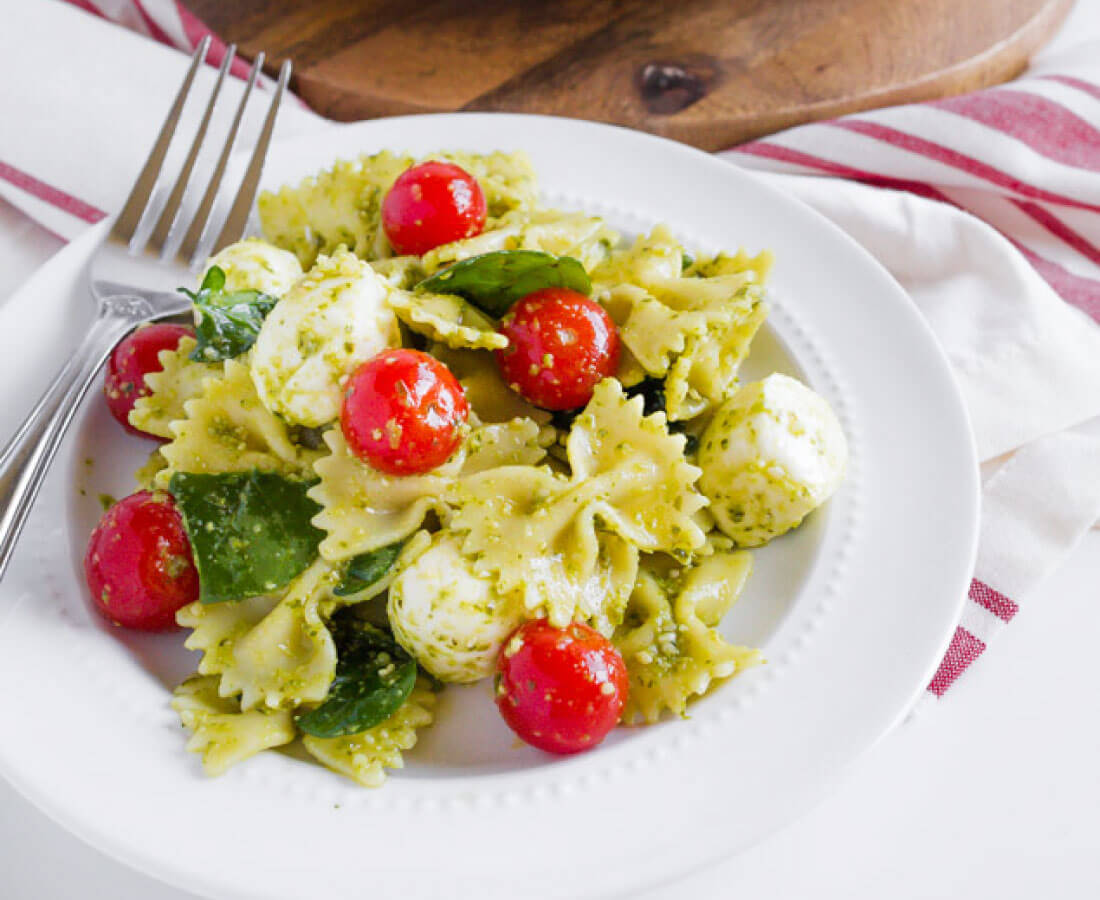 Pesto Pasta Salad Recipe- a take on an old classic. This pasta recipe is so good! from www.thirtyhandmadedays.com