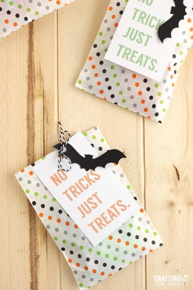 Brightly colored and cute Printable Halloween Treat Tag - you could fill these up with all kinds of goodies for the holiday! From CraftingE