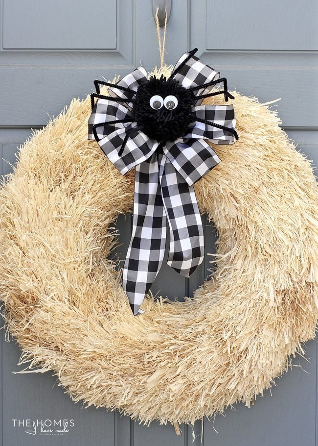 Ready to get your home ready for Halloween but don't have the time? Here are 3 quick Halloween wreaths you can make in just 15 minutes!