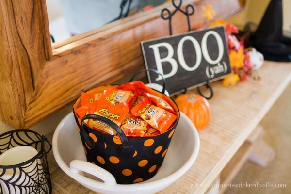 Simple Trick or Treat Idea for Halloween with Reese's Snack Mix