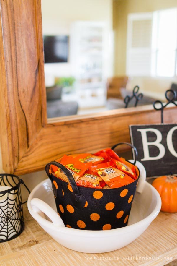 Helpful tips for Halloween Trick-or-Treating with Reese's Snack Mix from thirtyhandmadedays.com