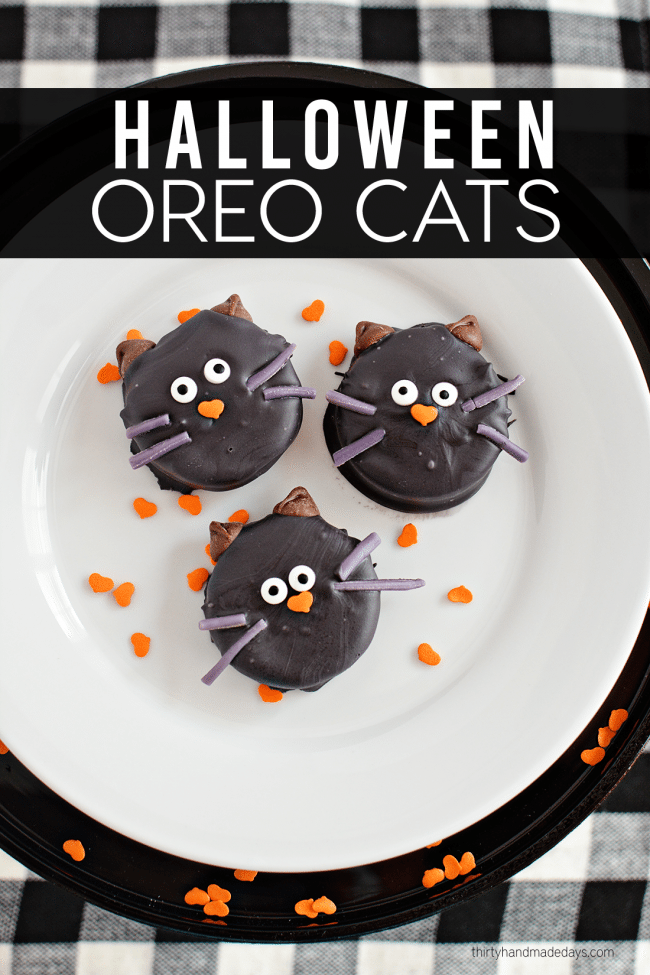 Make these adorable Halloween Oreo Cookie Cats using a few ingredients! from www.thirtyhandmadedays.com