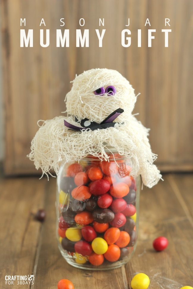 Halloween Mason Jar Mummy Gift- a fun way to jazz up a mason jar and turn it into a treat from www.thirtyhandmadedays.com