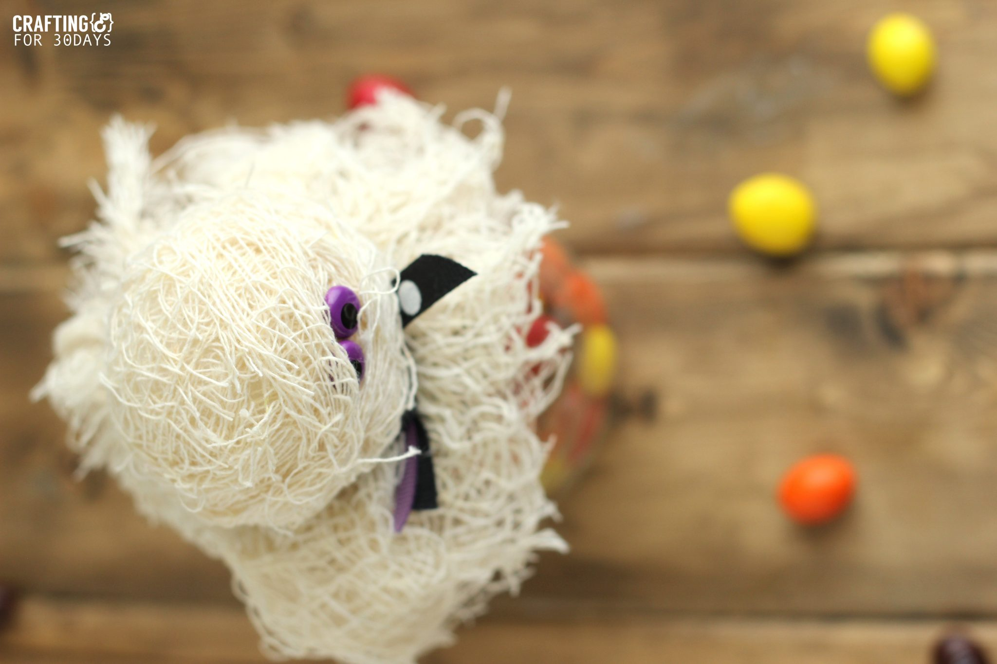 Halloween Mason Jar Mummy Gift- a fun way to jazz up a mason jar and turn it into a treat via www.thirtyhandmadedays.com