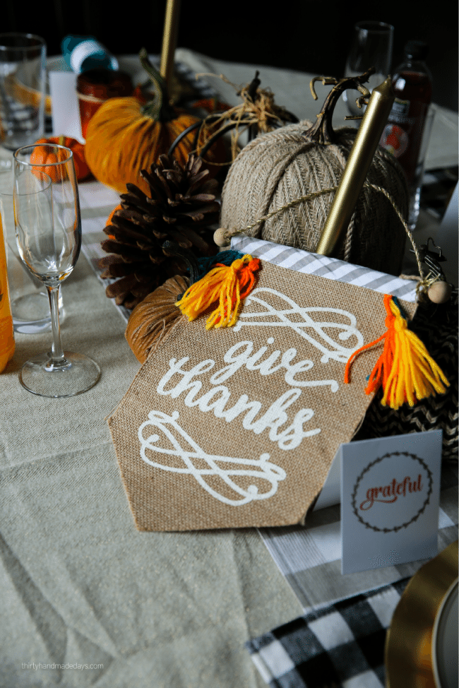 Holidays: Thanksgiving Printables to use for the special day. Download, print and fill in! www.thirtyhandmadedays.com