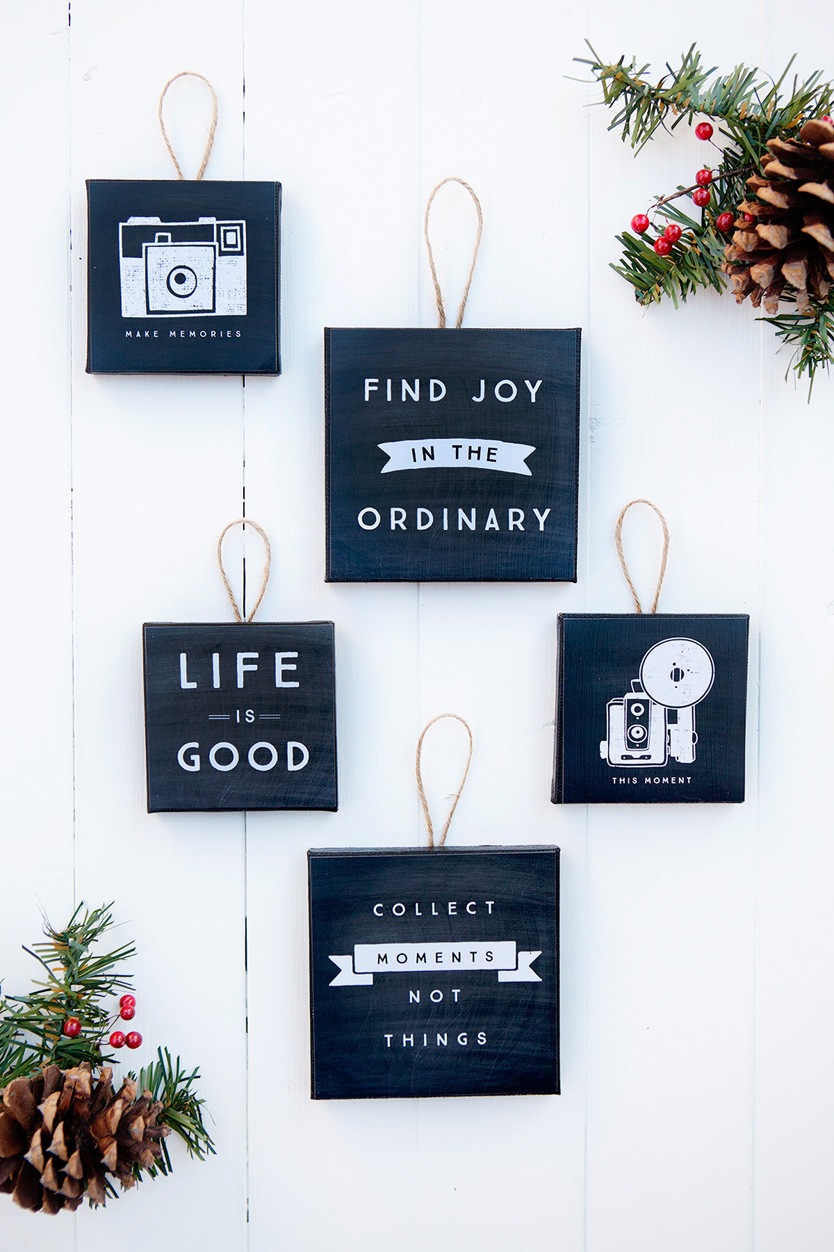 Holidays: Absolutely adorable Mini Canvas Ornaments. Such a sweet craft to make this Christmas!