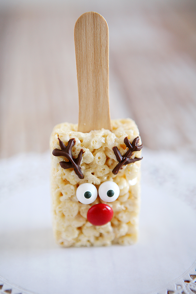 Holidays: Reindeer Rice Krispies - the cutest treat you will see all Christmas season. Make this recipe and deliver them to family and friends! From Eighteen 25 via Thirty Handmade Days for Bake Craft Sew