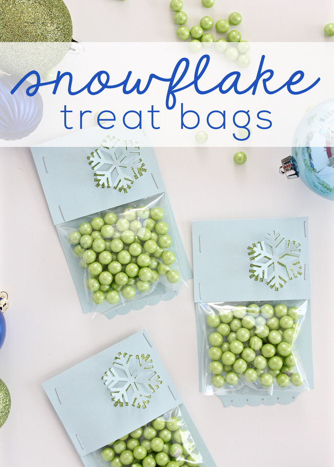 Need a quick and easy gift at the last minute? These DIY Snowflake Treat bags require basic supplies and come together in minutes! They are perfect for packing up holiday treats for anyone on your list!