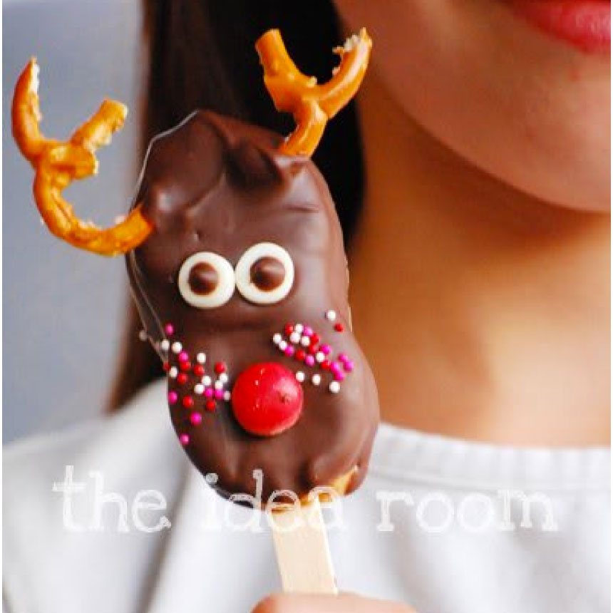 The very best Reindeer Treats - Reindeer Pop Treats- make some of these to use with the reindeer printable tags from www.thirtyhandmadedays.com