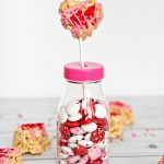 Food: Heart Rice Krispie Treats! Perfect for Valentine's Day - these yummy and cute treats will hit the spot! from thirtyhandmadedays.com