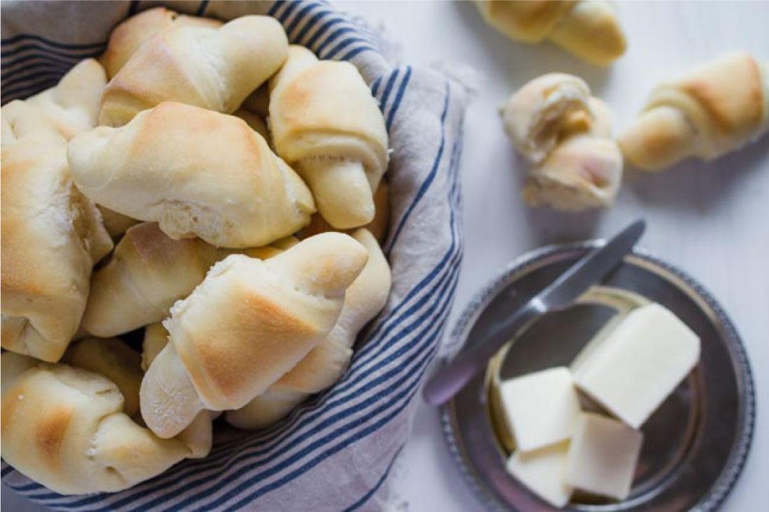 Food: The best dinner rolls - tasty, buttery, soft dinner rolls that will melt in your mouth. thirtyhandmadedays.com