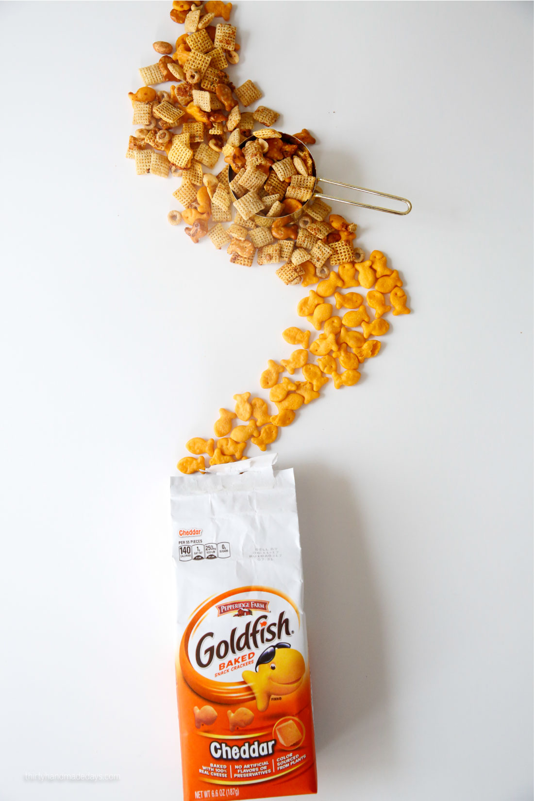Zesty Ranch Goldfish Mix - combining a few of our favorites for this yummy mix. SO easy the kids can get involved! from www.thirtyhandmadedays.com