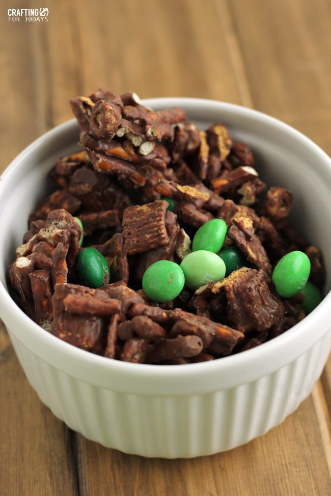 Perfect for St. Patrick's Day, make this Mint Chocolate Snack Mix! From CraftingE