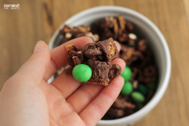 Perfect for St. Patrick's Day, make this Mint Chocolate Snack Mix! From CraftingE for Thirty Handmade Days