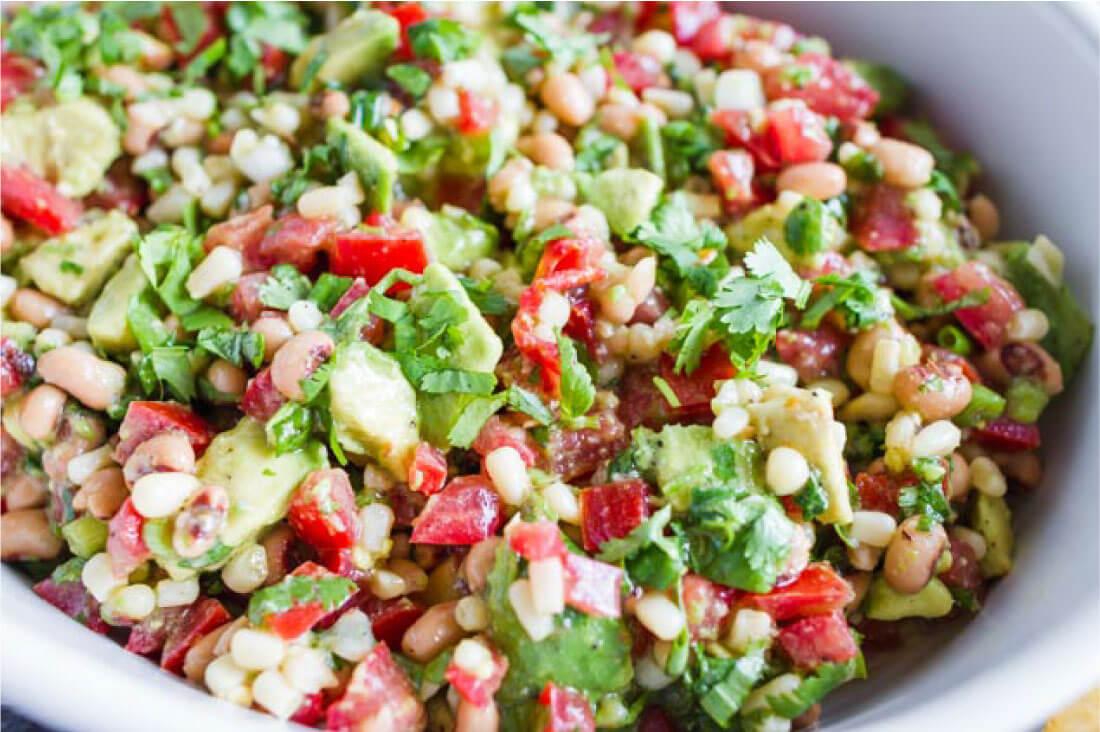 Food: Corn Salsa, an easy appetizer that tastes amazing! from www.thirtyhandmadedays.com