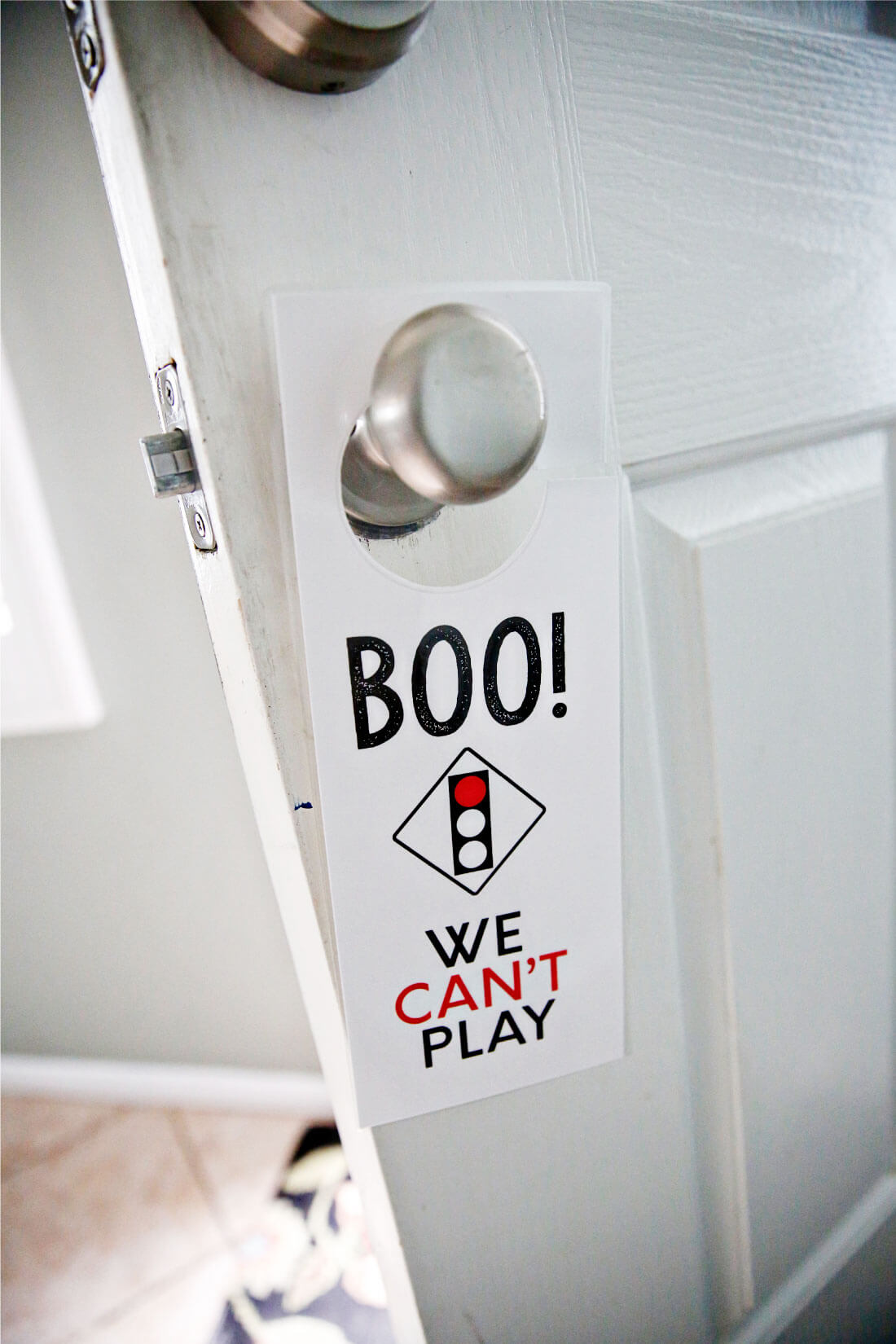 This Printable Kids Play Door Hanger will help neighborhood kids know if you are allowed to play. It is especially great for summer and easy to put together. from thirtyhandmadedays.com