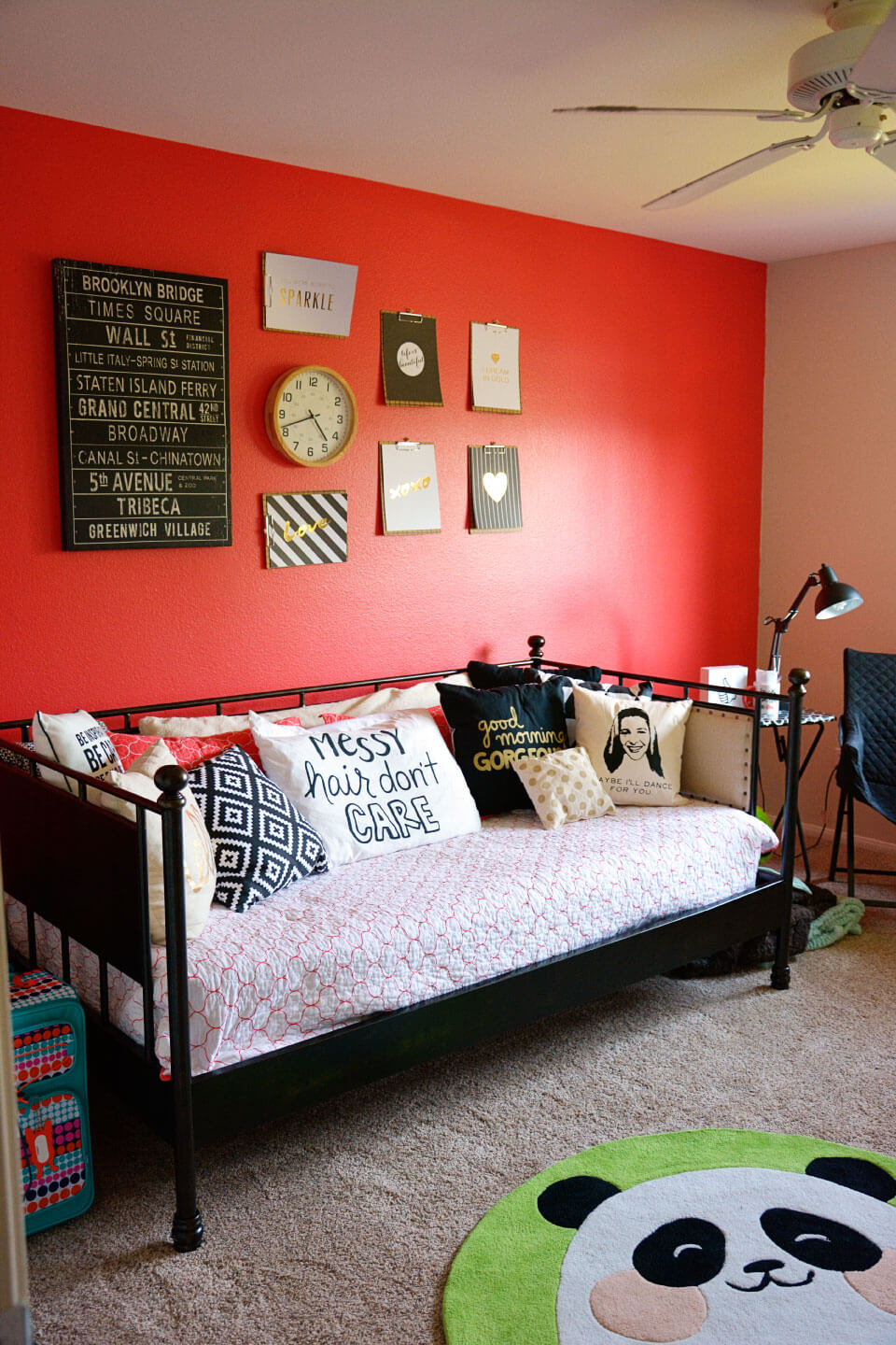 Teen Girl's Room: A simple update to a girls bedroom to make it all hers! via www.thirtyhandmadedays.com