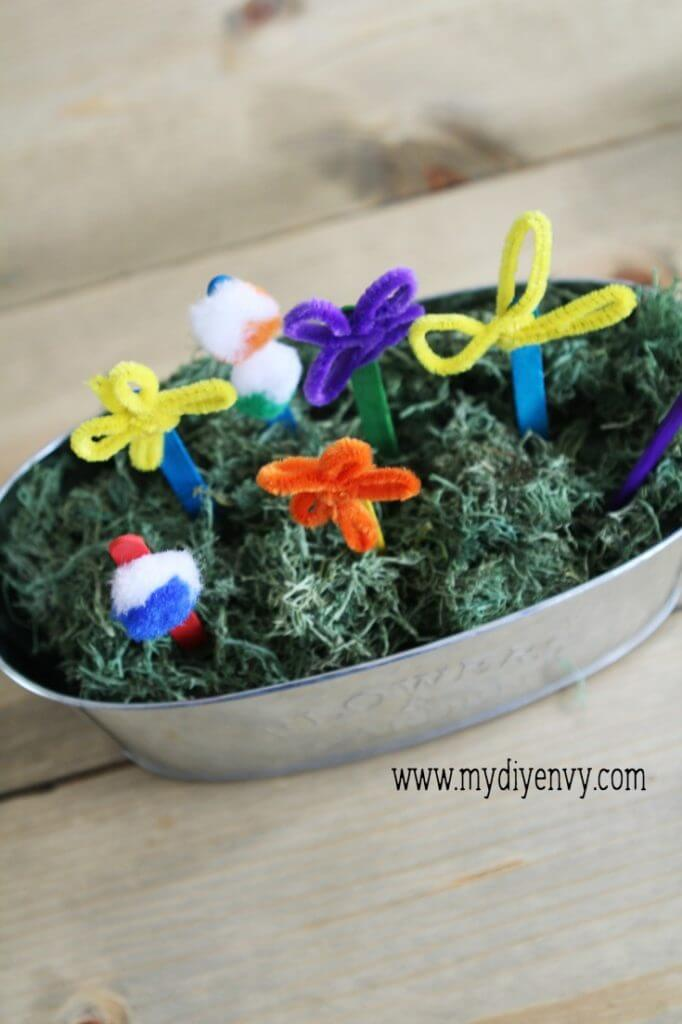 Pipe Cleaner Flowers- a super easy, fun kids activity that is perfect for summer!  via www.thirtyhandmadedays.com