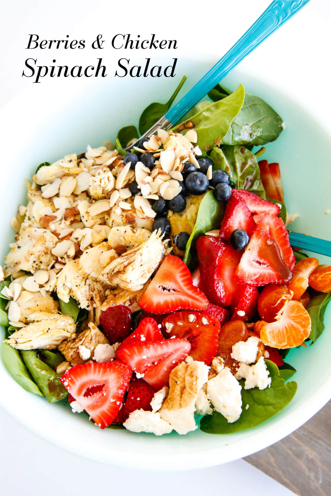 Berries and Chicken Spinach Salad - a tasty, healthy salad that is super easy to make. www.thirtyhandmadedays.com