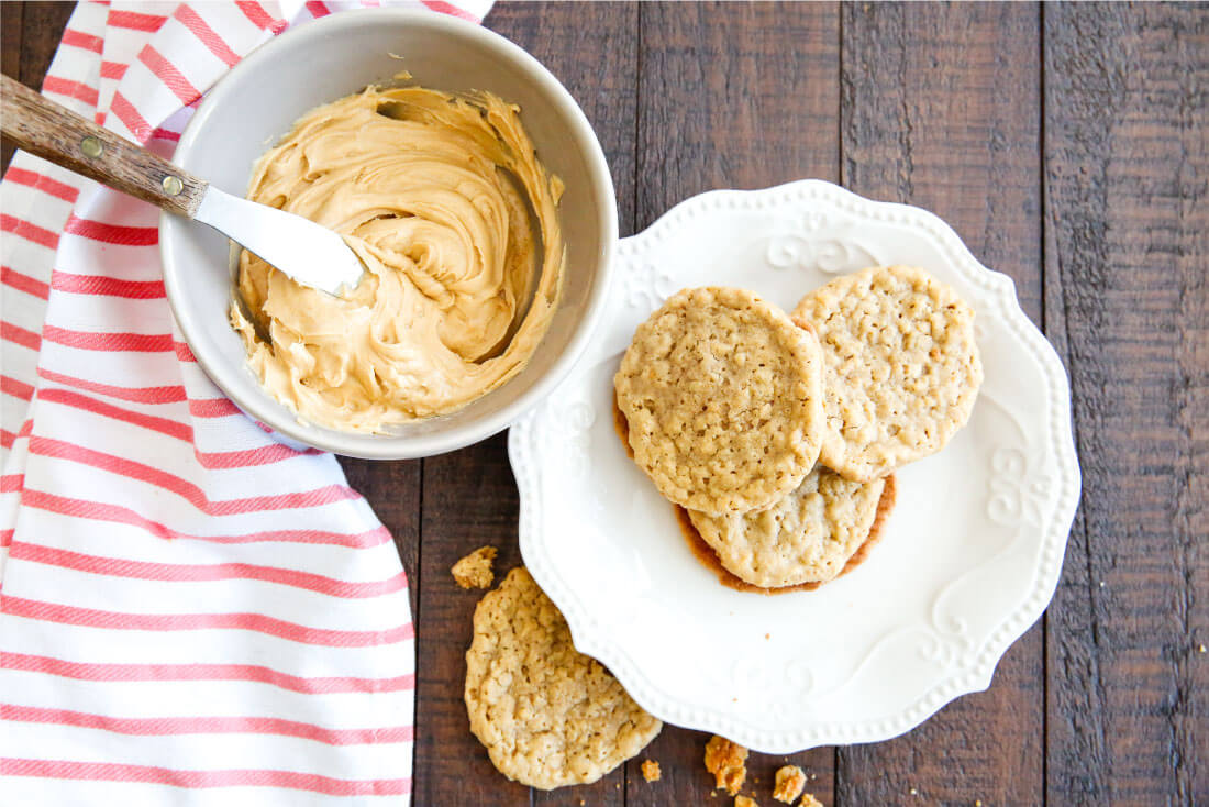 Homemade Nutter Butter Cookies- these cookies are like whoopie pies with all things peanut butter. They melt in your mouth! via www.thirtyhandmadedays.com