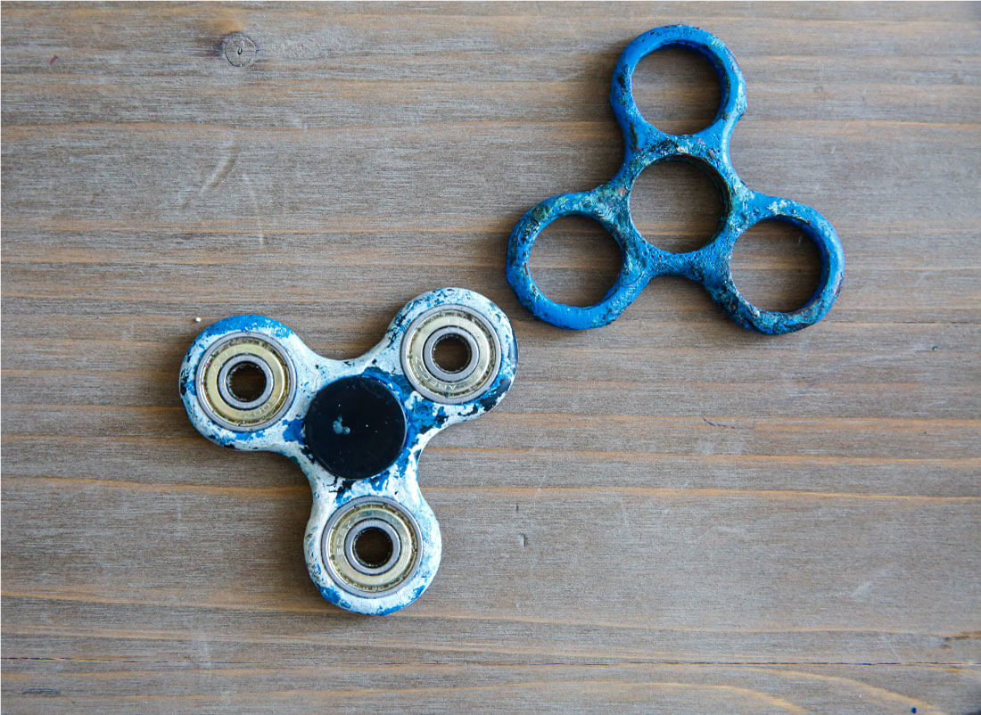 How to Paint a Fidget Spinner- a fun activity to do with your kids! from www.thirtyhandmadedays.com