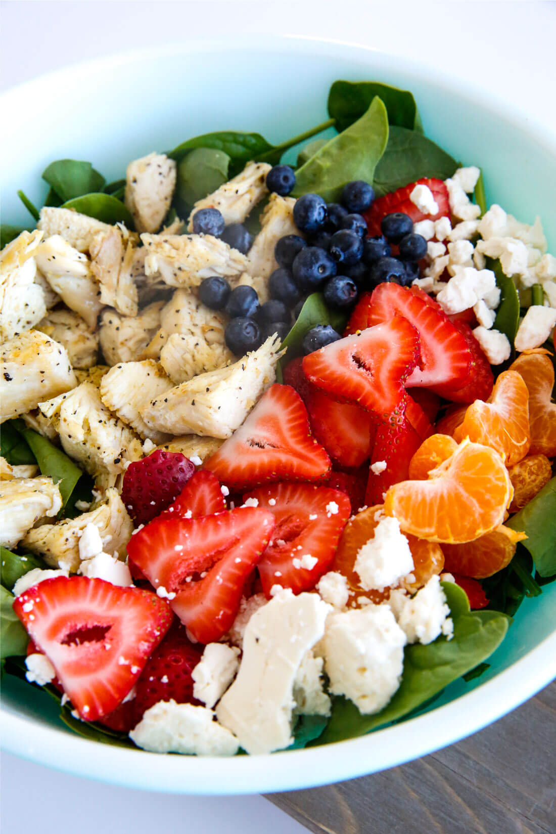 Berries and Chicken Spinach Salad - a tasty, healthy salad that is super easy to make. from thirtyhandmadedays.com