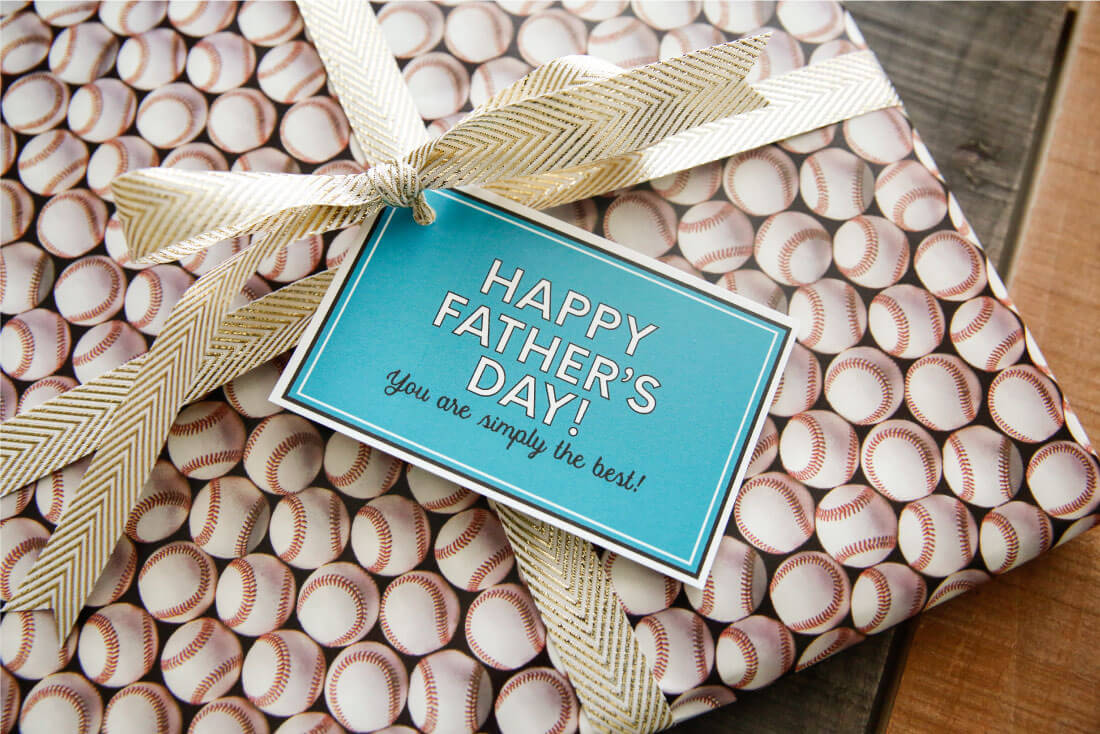 Father's Day Gift Idea with printable tags - use this service from Shutterfly to create a one of a kind photo album for dad via www.thirtyhandmadedays.com