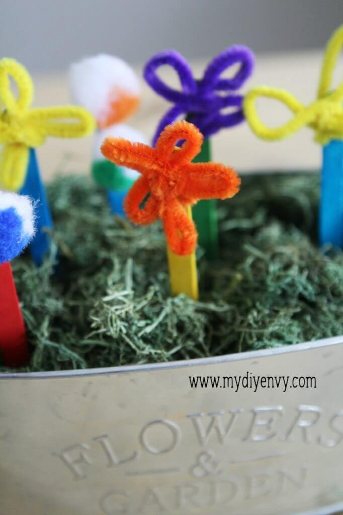 Pipe Cleaner Flowers- a super easy, fun kids activity that is perfect for summer!