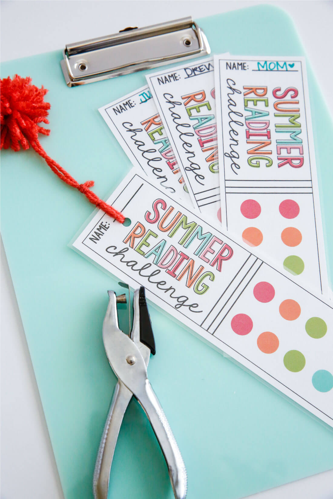 Printable Summer Reading Challenge Bookmarks - use these bookmarks to encourage reading this summer! via thirthyhandmadedays.com