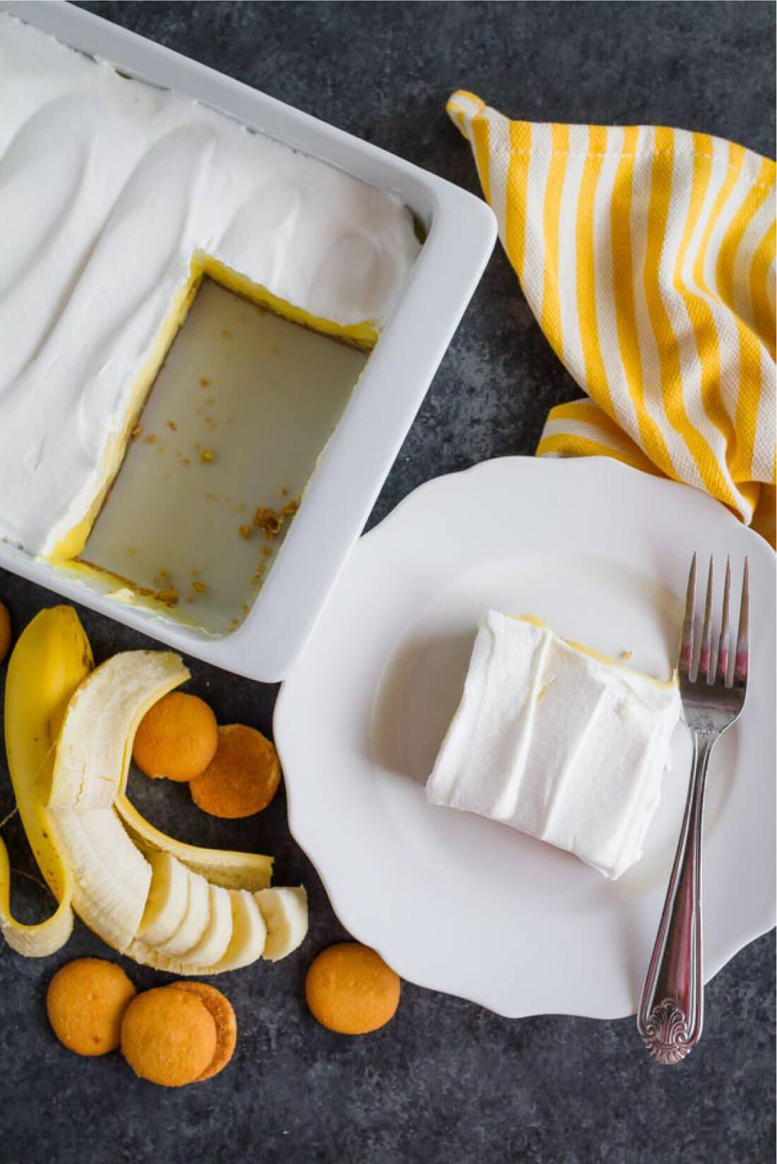 The most delicious Triple Layer Banana Cream Pie Bars - a good, easy dessert recipe via thirtyhandmadedays.com