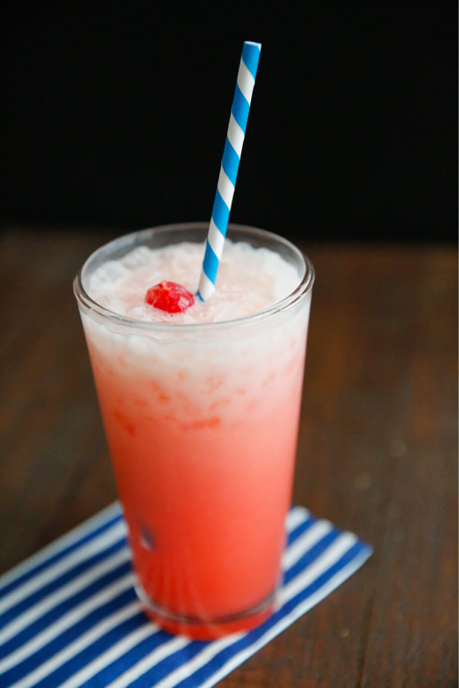 Creamy Shirley Temple - simple and delicious drink recipe. It's so refreshing! thirtyhandmadedays.com