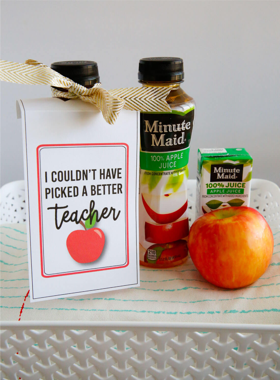 Make a care package for your teacher for back to school with these cute teacher tags! Free printable via www.thirtyhandmadedays.com