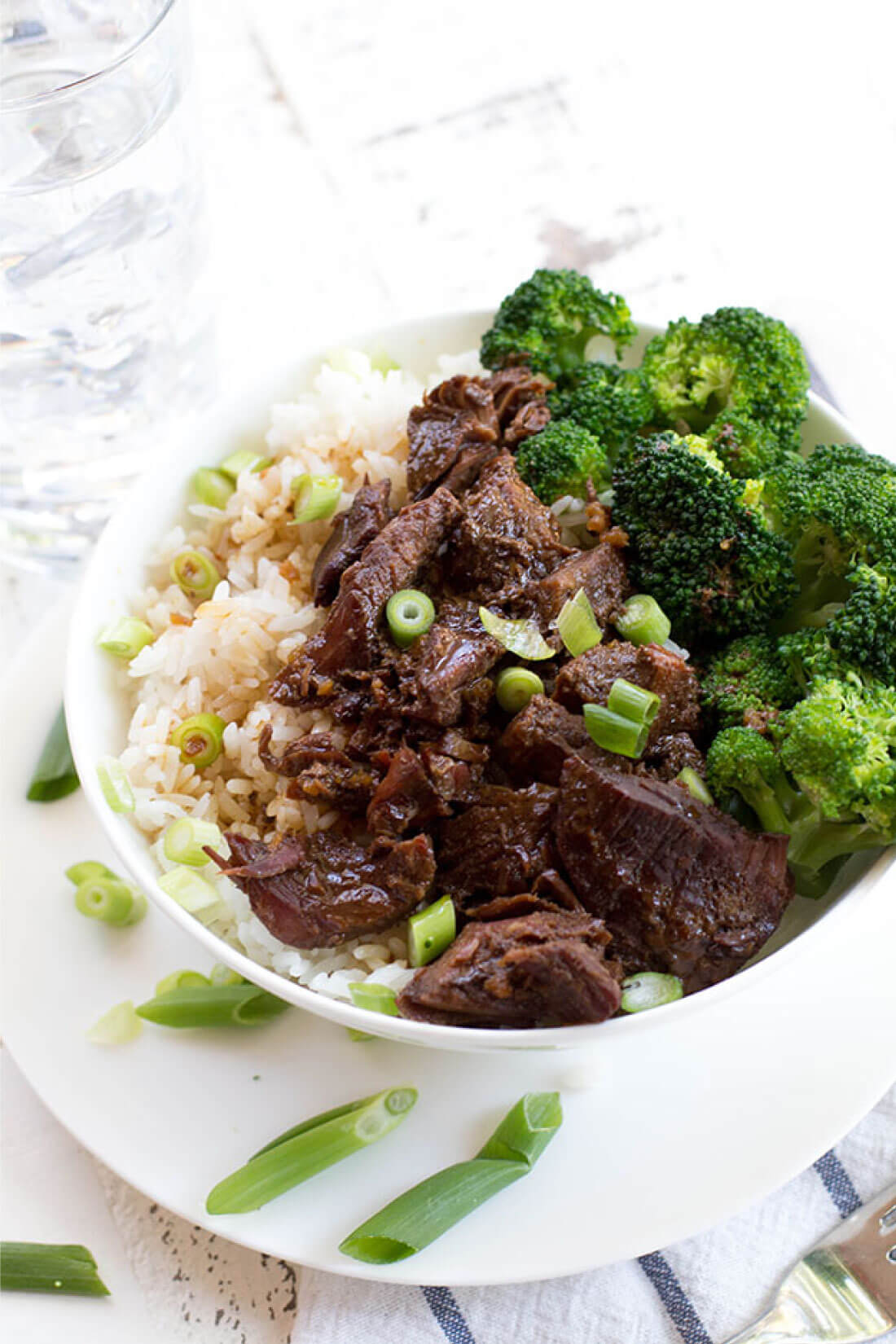 Slow Cooker Mongolian Beef - an easy, tasty dinner recipe! via www.thirtyhandmadedays.com