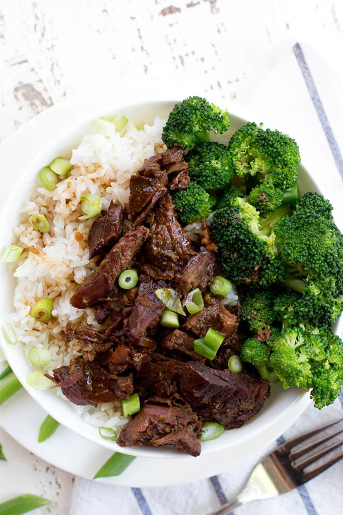 Slow Cooker Mongolian Beef - an easy, tasty dinner recipe! via thirtyhandmadedays.com
