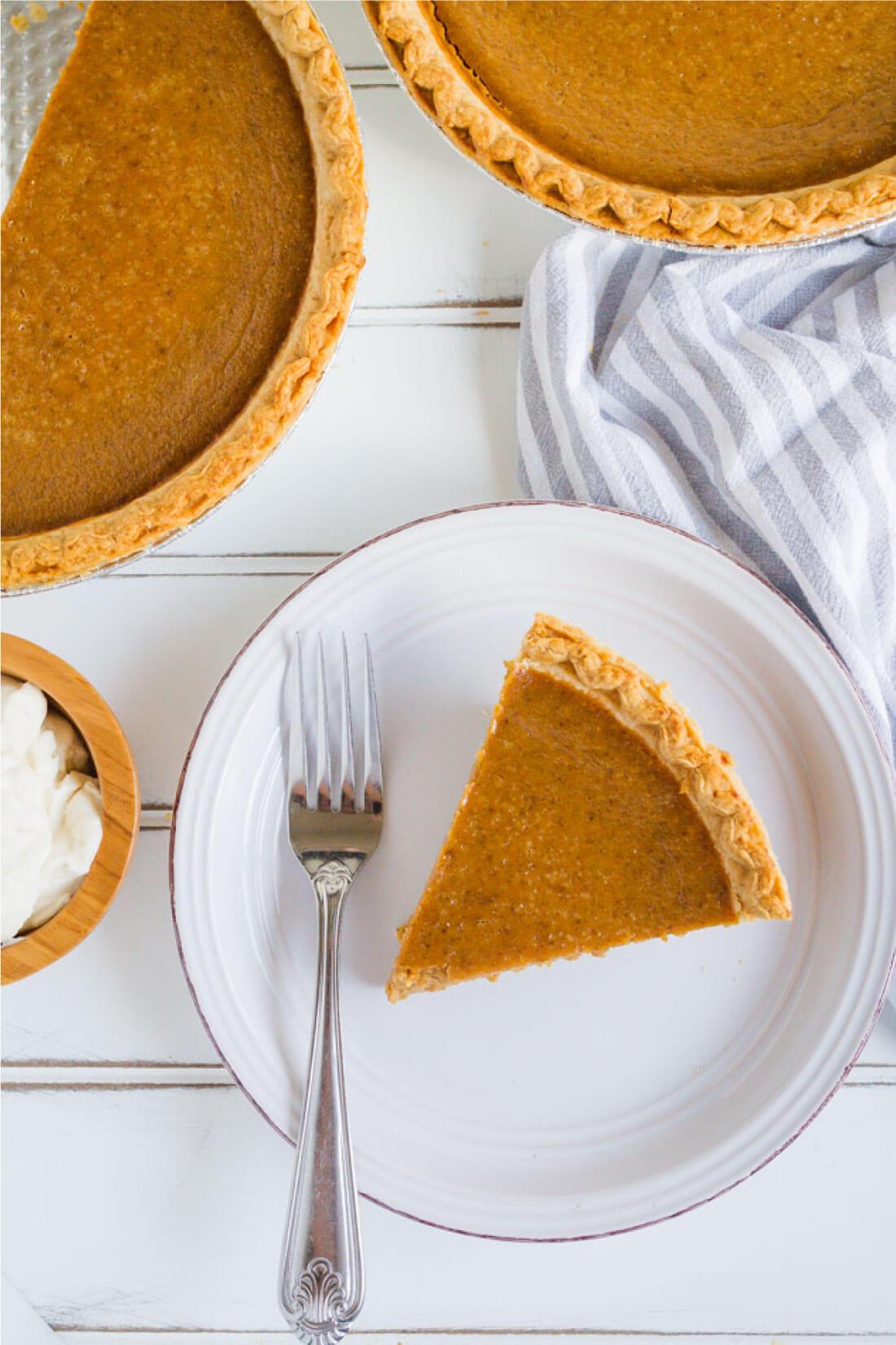 Simple, classic Pumpkin Pie recipe that you will love!! And it has homemade whipped cream to boot. via www.thirtyhandmadedays.com