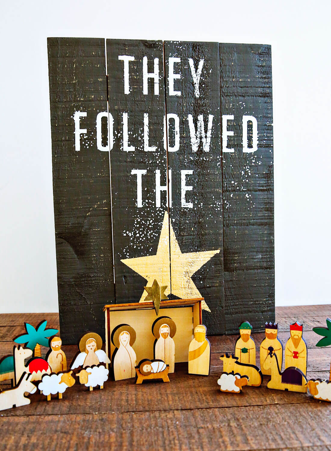 Nativity Christmas Countdown - bring the true meaning of Christmas into your home via www.thirtyhandmadedays.com