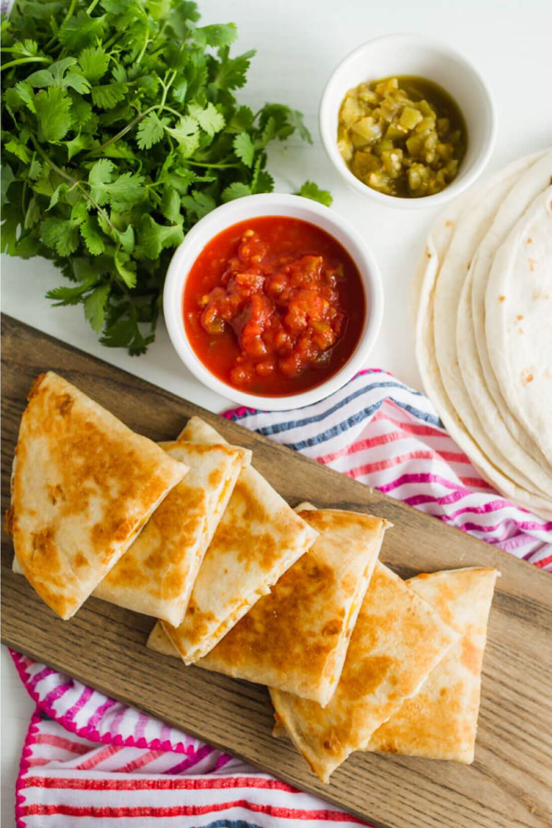 Green Chile Chicken Quesadilla Recipe - an easy to make dinner that the whole family will love. via thirtyhandmadedays.com