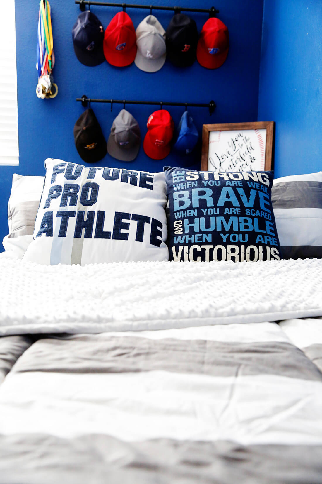 Boys Bedroom Ideas- create a fun baseball space for your athlete! from www.thirtyhandmadedays.com